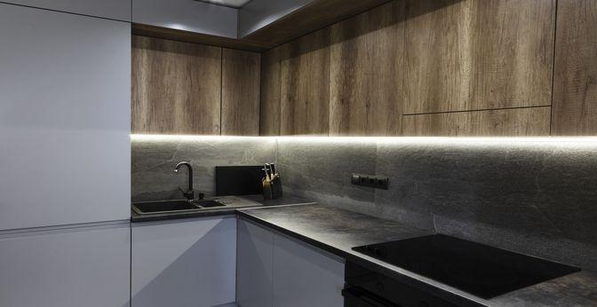 Mężczyzna w kuchni zwykle stawia na praktycyzm i minimalizm.