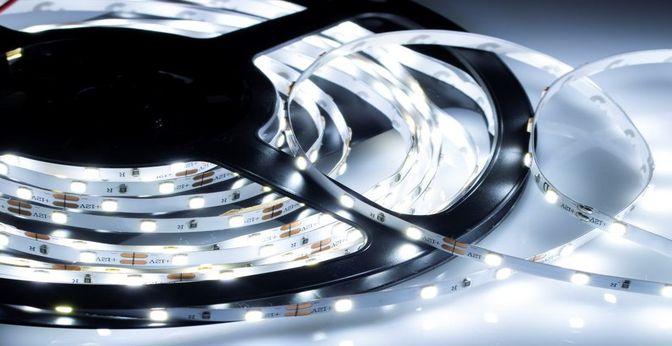 Jak zamontować i podłączyć taśmę LED?