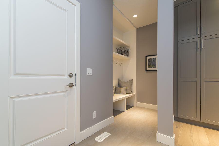 Automatyczne sterowanie oświetleniem znajdzie zastosowanie również w szafie i garderobie.